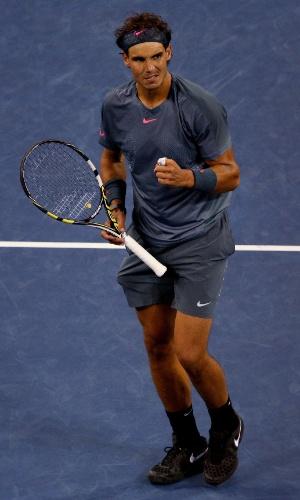 Rafael Nadal comemora ponto na final contra Djokovic no Aberto dos EUA