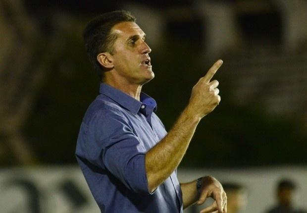 Vagner Mancini comanda o time do Atlético-PR diante do Vasco, em São Januário (08/09/2013)