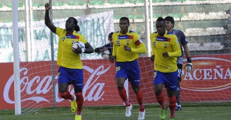 10.09.2013 - Felipe Caicedo, do Equador, comemora gol de empate na partida contra a Bolívia, em La Paz, em duelo das Eliminatórias Sul-Americanas para a Copa-14
