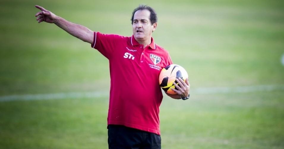 10.set.2013 - Muricy Ramalho comanda o primeiro treino no São Paulo após reassumir o comando da equioe após 4 anos