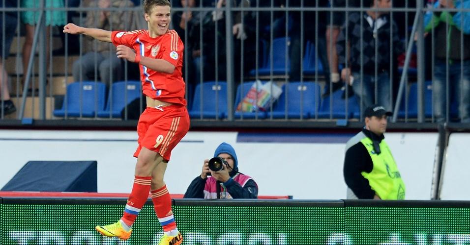 10.set.2013 - O atacante Aleksandr Kokorin comemora o segundo gol da Rússia contra Israel, pelas Eliminatórias da Copa do Mundo; russos venceram por 3 a 1