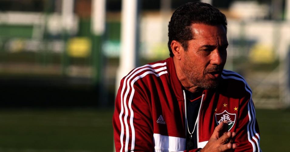 O treinador Vanderlei Luxemburgo durante treino do Fluminense em Curitiba