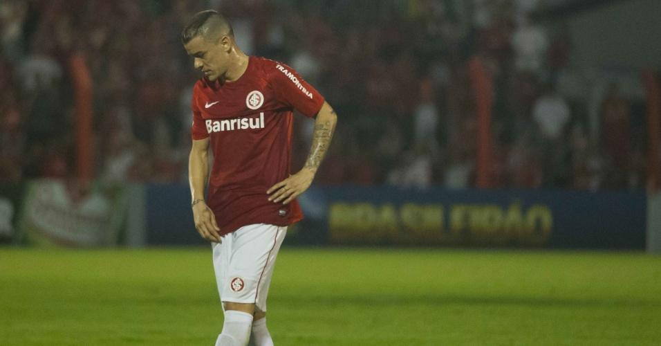 D'Alessandro se lamenta após lance de Inter 1 x 2 Santos, jogo atrasado da 10ª rodada (10/09/13)