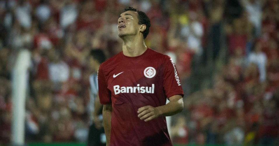 Leandro Damião completou cinco jogos sem marcar contra o Santos, nesta terça-feira (10/09/13)