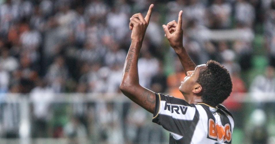 12.set.2013 - Jô comemora gol do Atlético-MG sobre o Coritiba em jogo válido pelo Campeonato Brasileiro