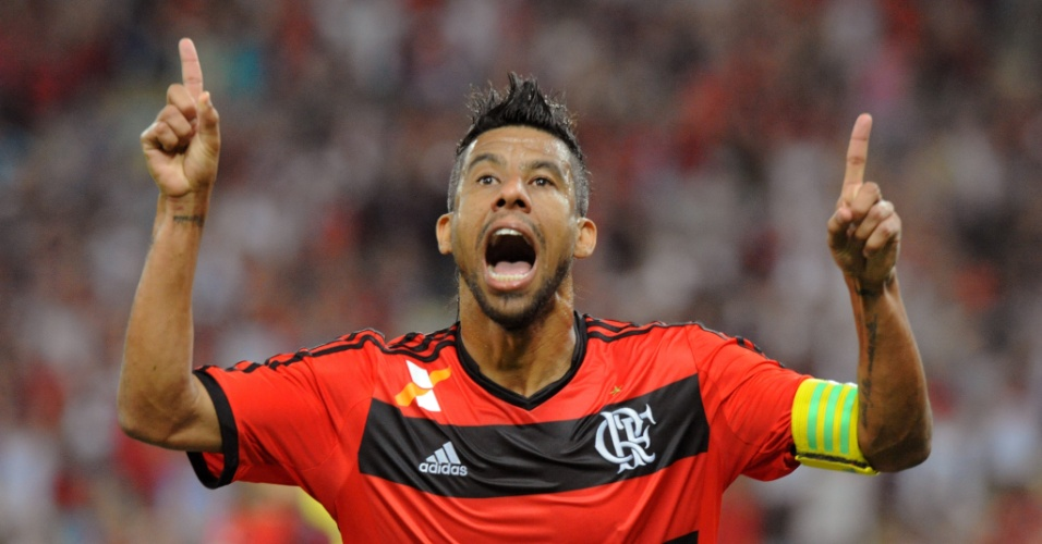 12.set.2013 - Léo Moura comemora gol do Flamengo sobre o Santos em jogo válido pelo Brasileiro