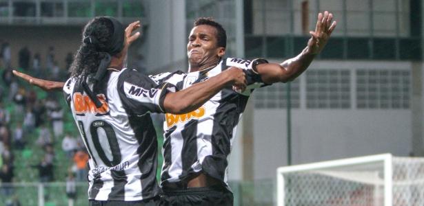 Ronaldinho e Jô fizeram parceria no ataque do Atlético-MG e nas baladas de Belo Horizonte