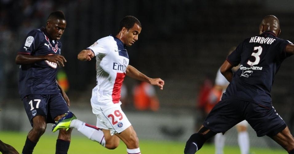 13.set.2013 - Lucas tenta finalização na partida entre Bordeaux e PSG pelo Campeonato Francês