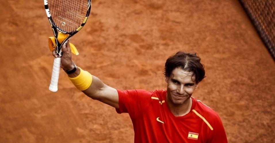 13.set.2013 - Rafael Nadal comemora vitória sobre o ucraniano Sergiy Stakhovsky na Copa Davis