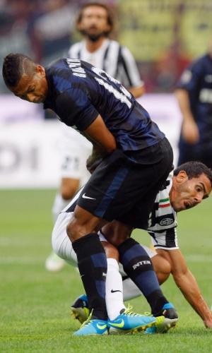 14.09.2013 - Carlos Tevez briga pela bola pelo Juventus na partida contra o Inter de MIlão, pelo Campeonato Italiano