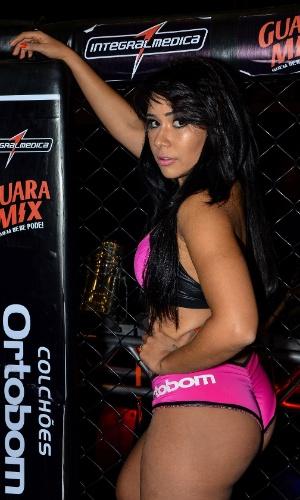 Jackeline Leal, ex-participante do BBB, reforça o time de ring girls do Jungle Fight 58
