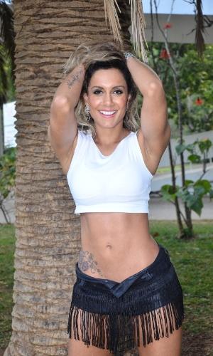 Lia Khey, também ex-BBB, como ring girl do Jungle Fight