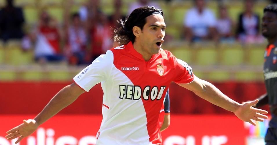 15ago2013 - Falcao comemora gol contra o Lorient