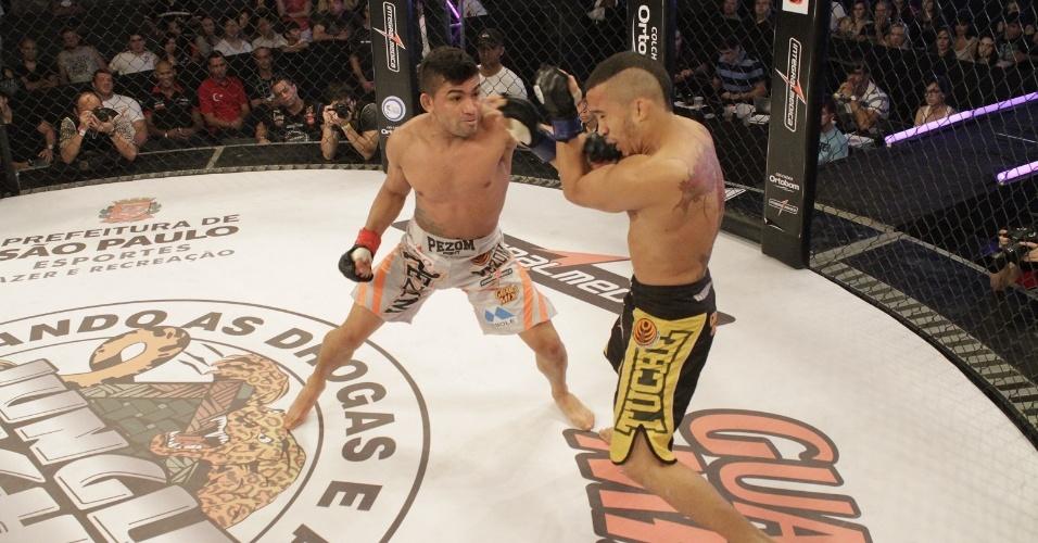 Rayner Silva vence Junior Boya por nocaute técnico aos 2m10s do primeiro round e mantém o cinturão peso mosca do Jungle Fight, no evento de dez anos da organização
