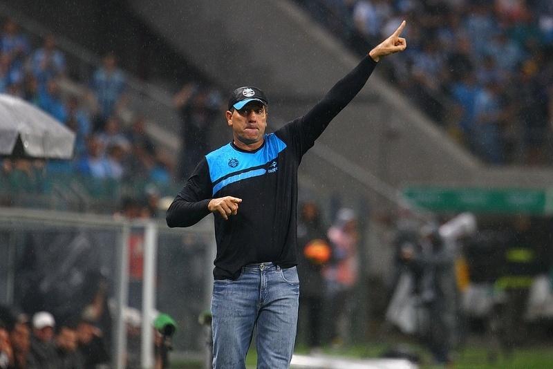 Renato Gaúcho orienta o Grêmio em derrota por 1 a 0 para o Atlético-MG, neste domingo (15/09/2013)