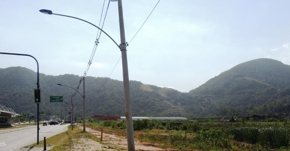 16.set.2013 - Terrenos desapropriados para obra do BRT Transoeste, na Vila Recreio II, ficam vazios