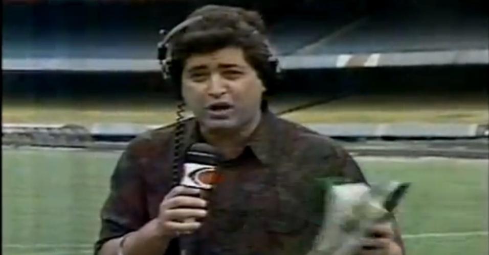 José Luiz Datena nos tempos de repórter da TV Bandeirantes