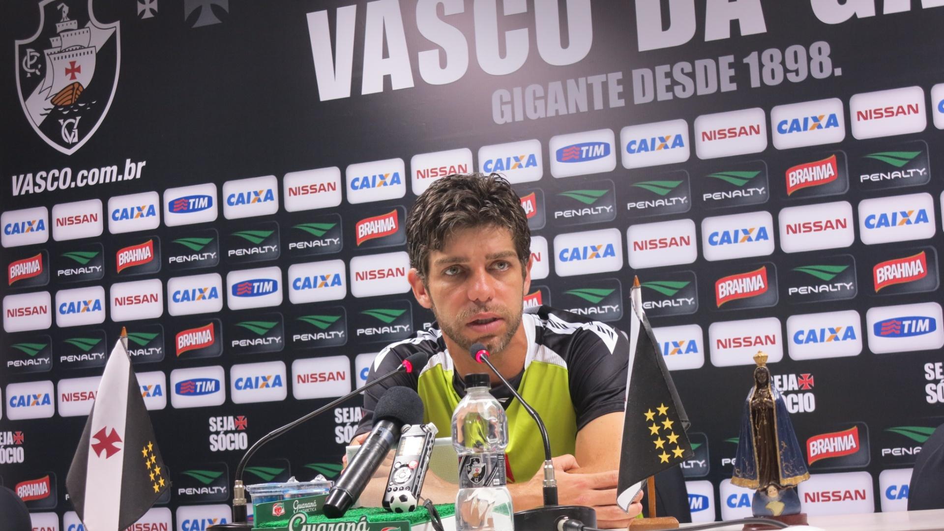 Juninho Pernambucano concede entrevista coletiva no estádio de São Januário (16/09/2013)