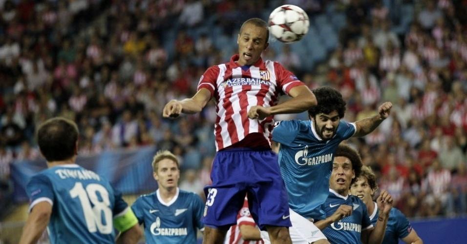 18.set.2013 - Zagueiro brasileiro Miranda abriu o placar para o Atletico de Madri