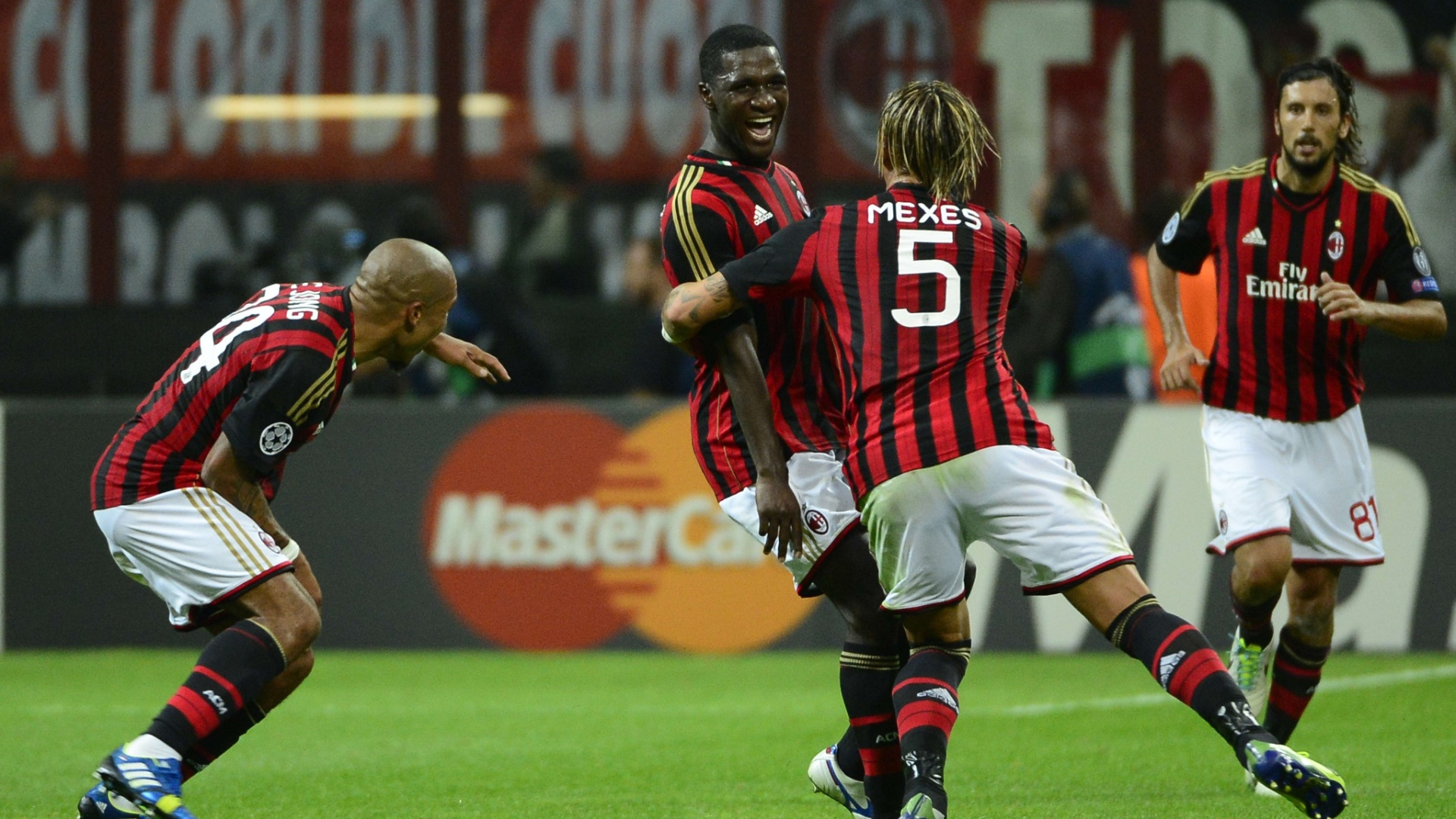 18.set.2013 - Zapata, do Milan, comemora gol na vitória dos italianos sobre o Celtic por 2 a 0