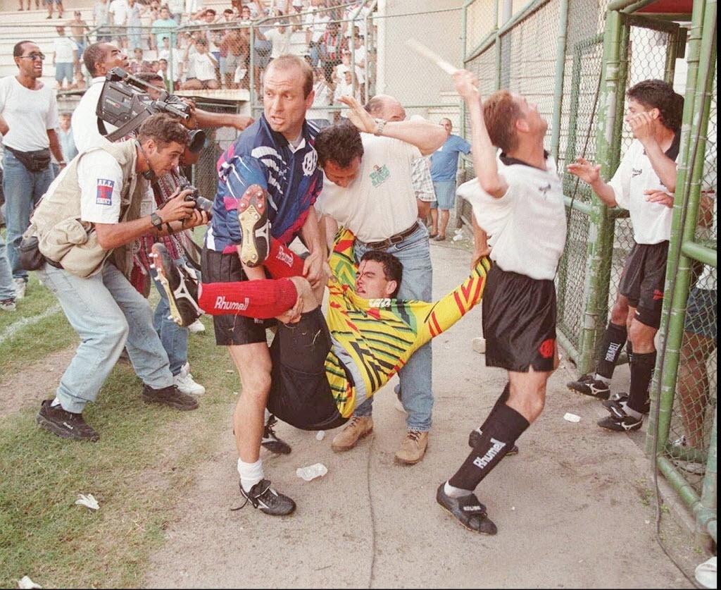 Envolvido em atrito com torcida do Fluminense quando era goleiro do Alético-PR, Ricardo Pinto é treinador do Batatais