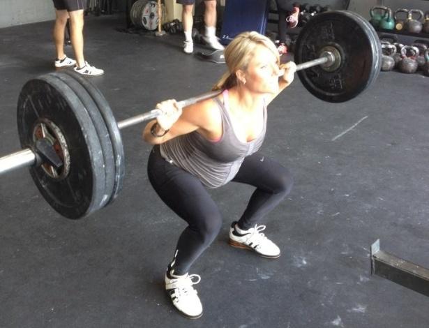 A norte-americana pratica o fisiculturismo e afirmou que segue malhando porque quer ser uma 'mãe gostosa'