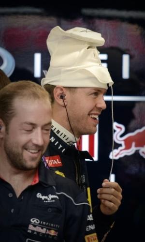 Vettel sorri antes de ir para a pista em Cingapura