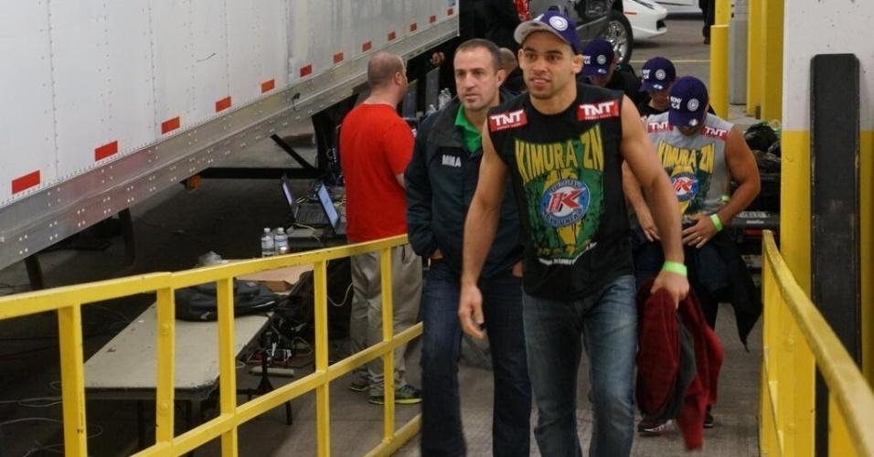 21.09.2013 - Campeão interino do peso galo, brasileiro Renan Barão chega para lutar no UFC 165 em Toronto