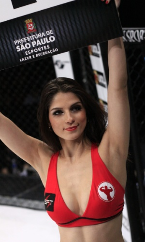Aline Franzoi agitou o público que compareceu ao SFT. A ring girl foi a capa da edição de setembro da revista Playboy