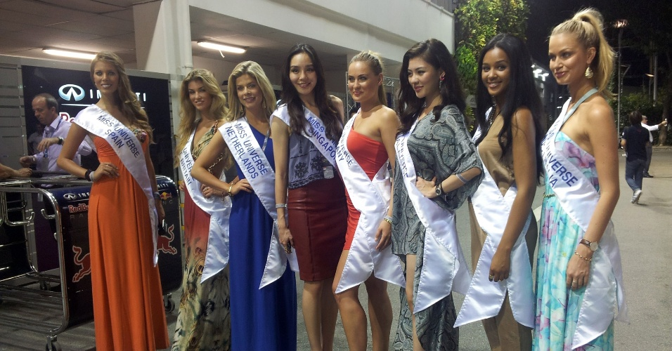 Participantes do Miss Universo 2012 e 2013 passeiam no GP de Cingapura