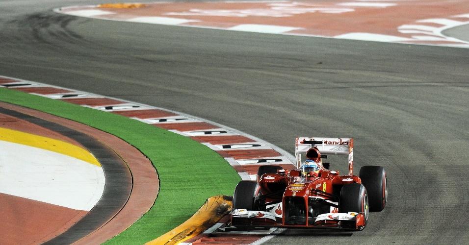 22.09.2013 - Fernando Alonso corre para subir ao pódio no GP de Cingapura