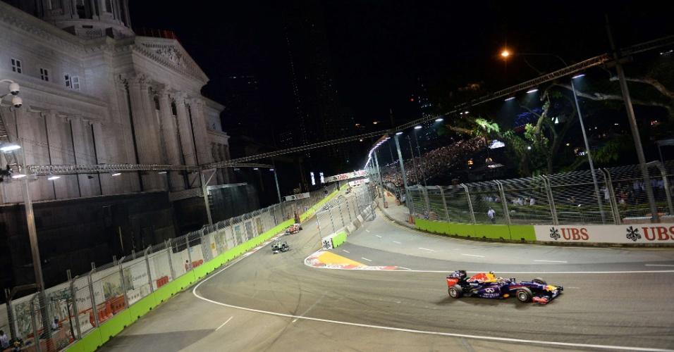 22.09.2013 - Vettel sobra com relação aos adversários no GP de Cingapura