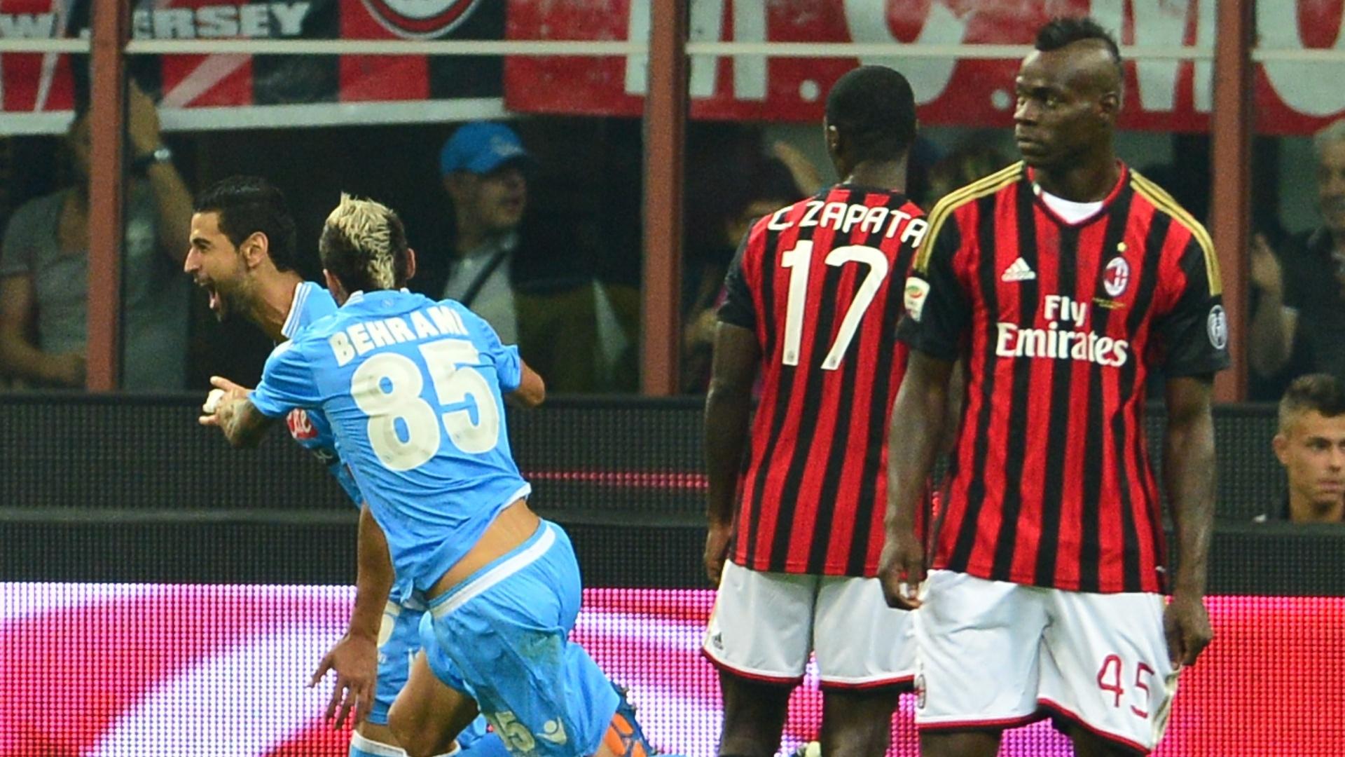 22.set.2013 - Angel Miguel Britos, do Napoli, comemora gol contra o Milan