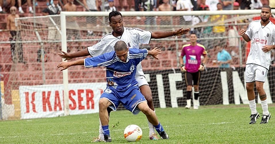 Inajar Souza (branco) 0 x 1 Napoli (azul)