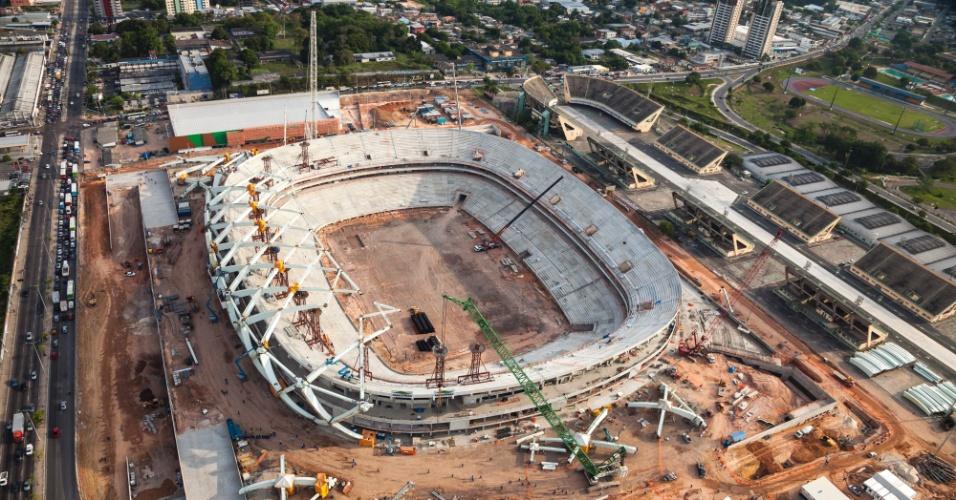 16/ago/2013 - Vista aérea da Arena Amazônia em agosto, quando obras atingiram 70%, segundo o governo