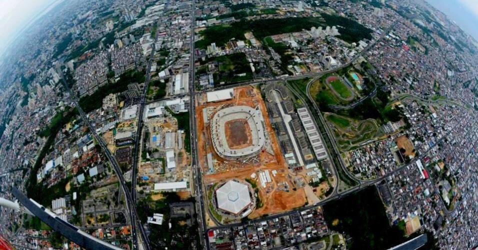 21/ago/2013 - Vista aérea das obras da Arena da Amazônia, em Manaus
