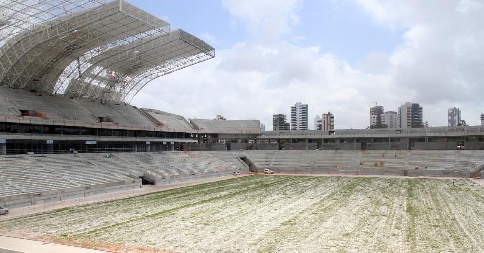 06/set/2013 - Com plantio do gramado, obra da Arena das Dunas, em Natal, atinge 88% em setembro