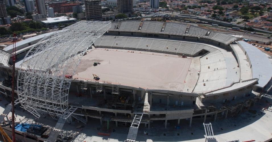 14/ago/2013 - Começa instalação de cobertura da Arena das Dunas, que deve simular pétalas