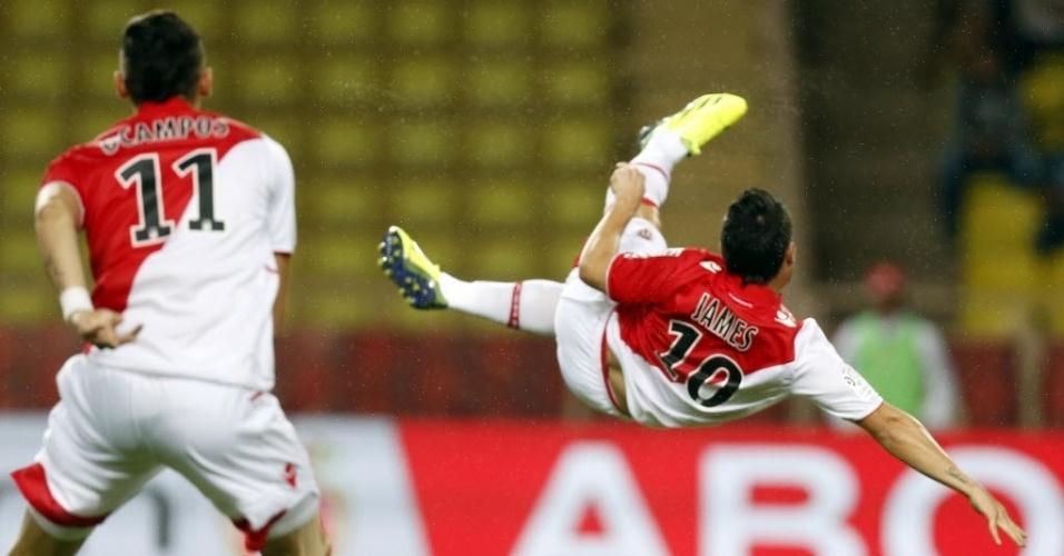 25.set.2013 - Meia do Mônaco,  James Rodriguez tenta voleio na partida contra o Bastia pelo Campeonato Francês