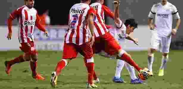 Léo Cittadini estava com pouco espaço no elenco dirigido pelo técnico Oswaldo de Oliveira - Divulgação/Flickr Santos F.C