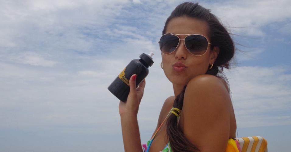 Luciane Escouto, Miss do vôlei, curte folga na praia