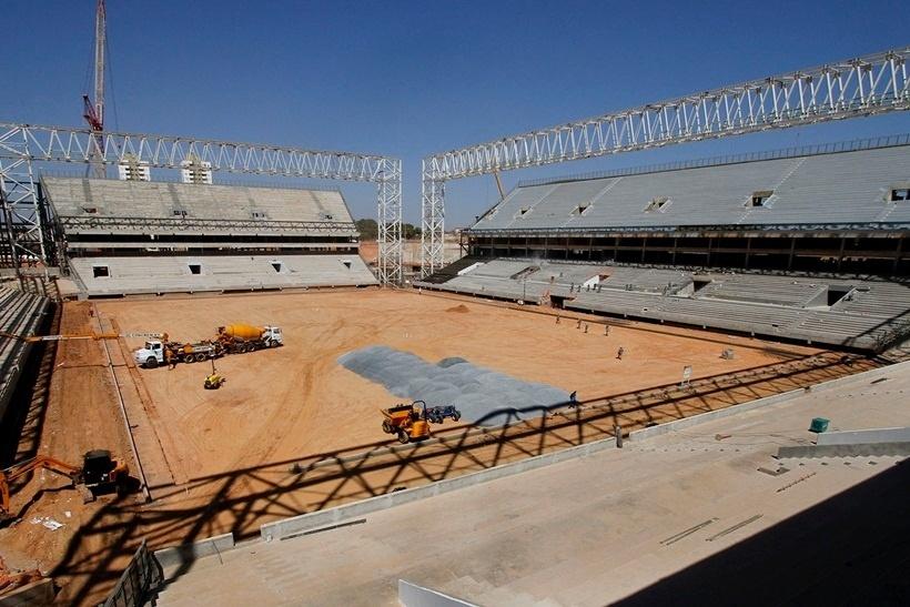 22.ago.2013 - Com cerca de 80% das obras prontas em agosto, Arena Pantanal se prepara para plantio do gramado