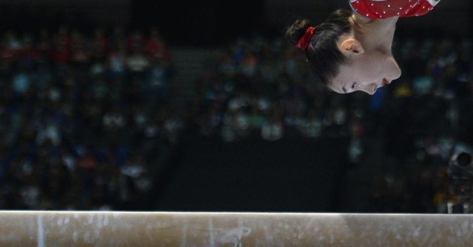 01.10.2013 - Kyla Ross, dos Estados Unidos, faz sua apresentação na trave no Mundial da Antuérpia