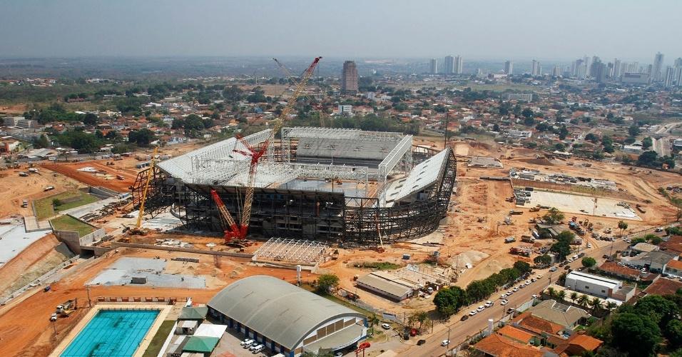 25.set.2013 - Obras da Arena Pantanal, em Cuiabá, atingem 80% de conclusão, segundo governo