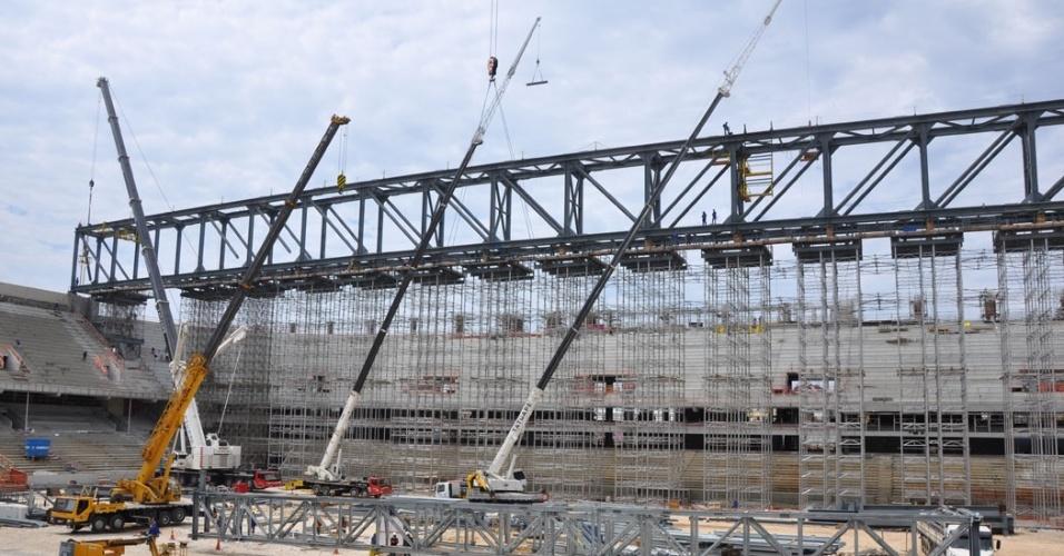 28.set.2013 - Arena da Baixada tem obras paralisadas pela Justiça por falta de segurança a trabalhadores