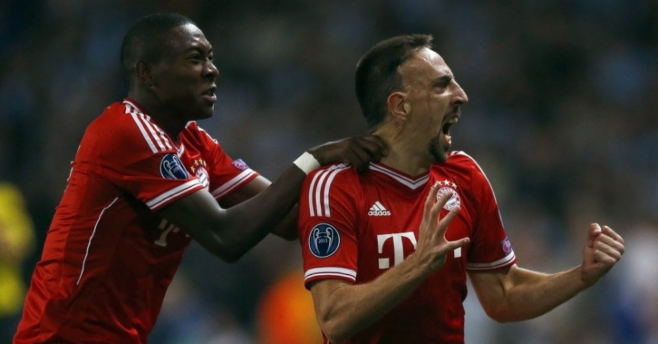 02.out.2013 - Franck Ribéry comemora depois de marcar o primeiro gol para o Bayern de Munique contra o Manchester City