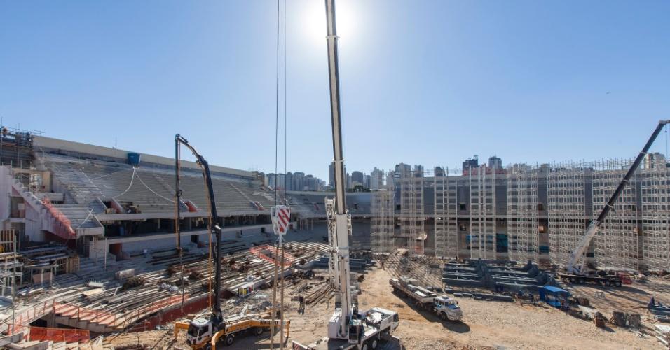 08.mai.2013 - Em maio, reforma da Arena da Baixada atingiu 62% de conclusão
