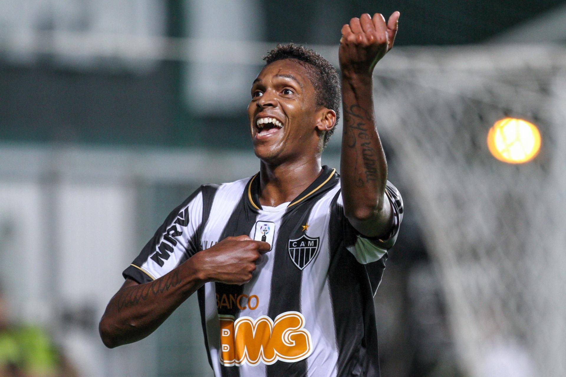 Atlético-MG goleia time reserva da Ponte e volta ao 5º lugar do Brasileiro  - 03 10 2013 - UOL Esporte ad4ae0d414eff