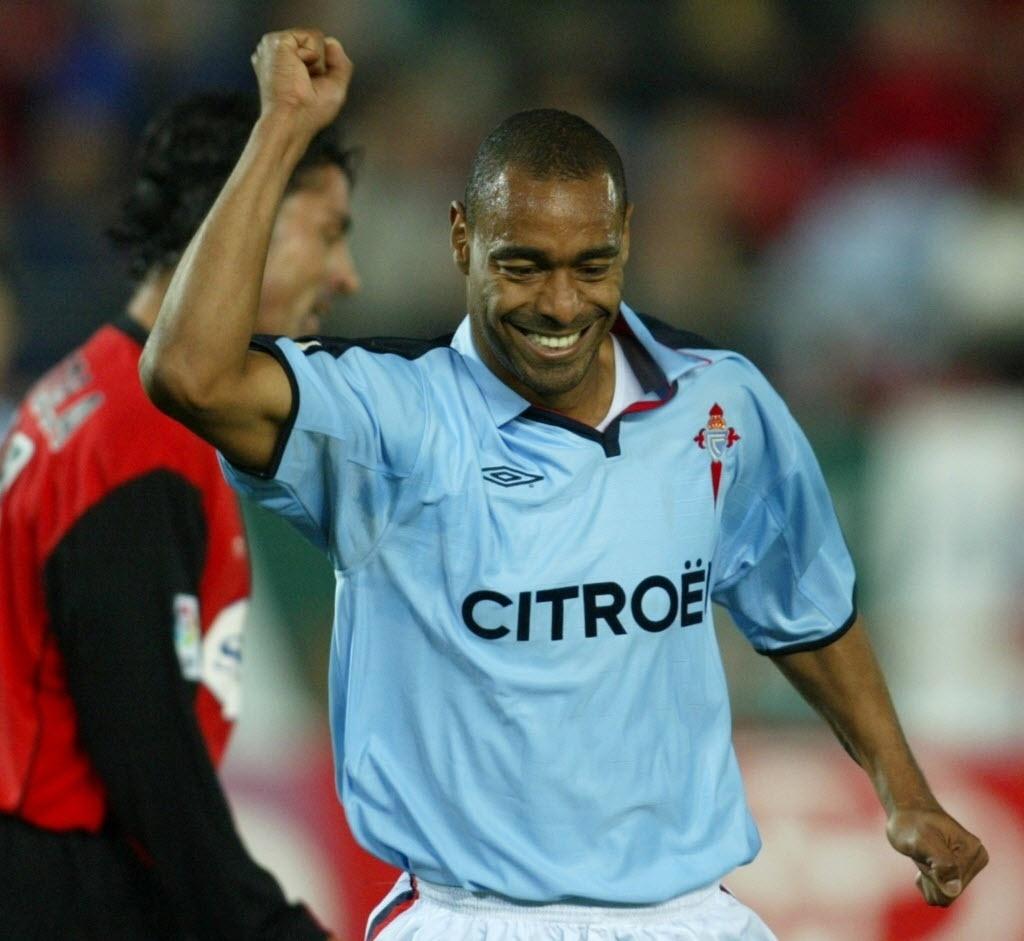 Ex-volante Vágner, comemora gol com a camisa do Celta de Vigo, da Espanha. Hoje ele é empresário em Londrina (Paraná)