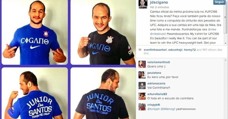 Júnior Cigano mostra suas camisas oficiais do UFC 166, que serão usadas para entrar no octógono contra Cain Velásquez, valendo o cinturão dos pesos pesados. O lutador do Corinthians tentará vingar a derrota do fim de 2011